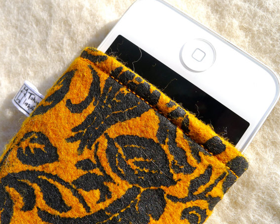 Iphone sleeve retro style, orange flower